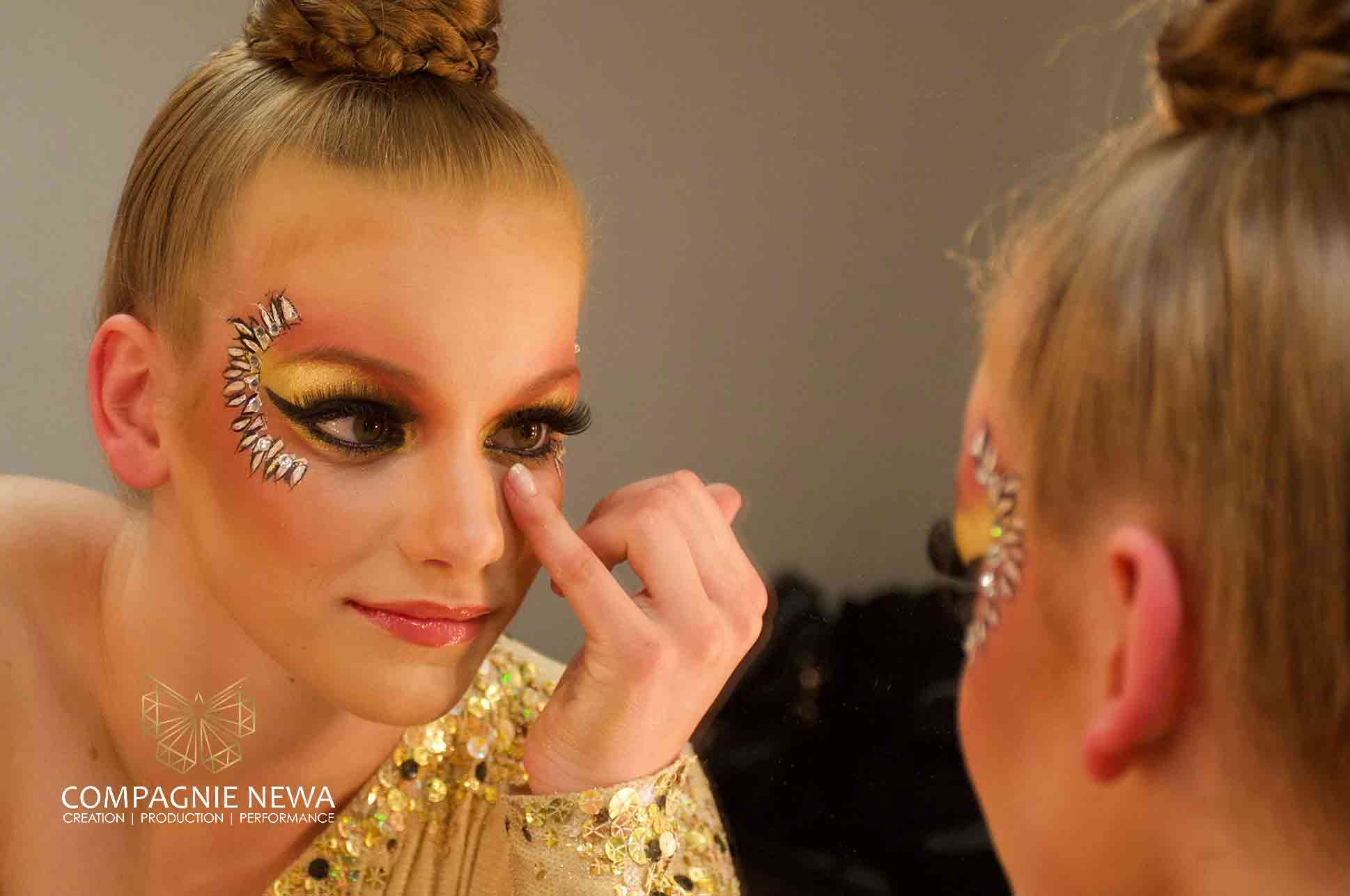 Compagnie_NEWA_mccain_makeup_acro_hand_to_hand_corporate_event