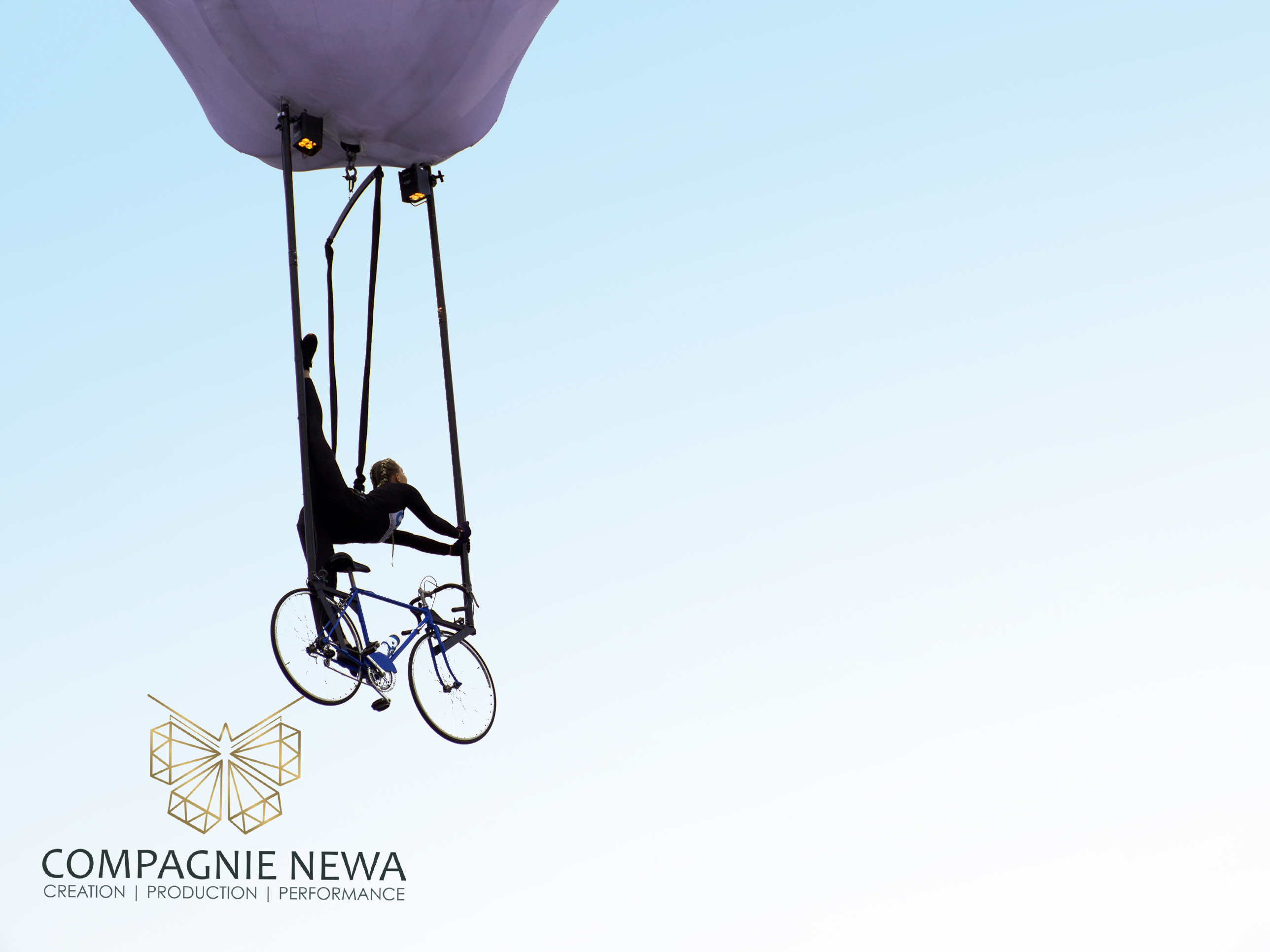 Compagnie_NEWA_outdoor_aerial_balloon