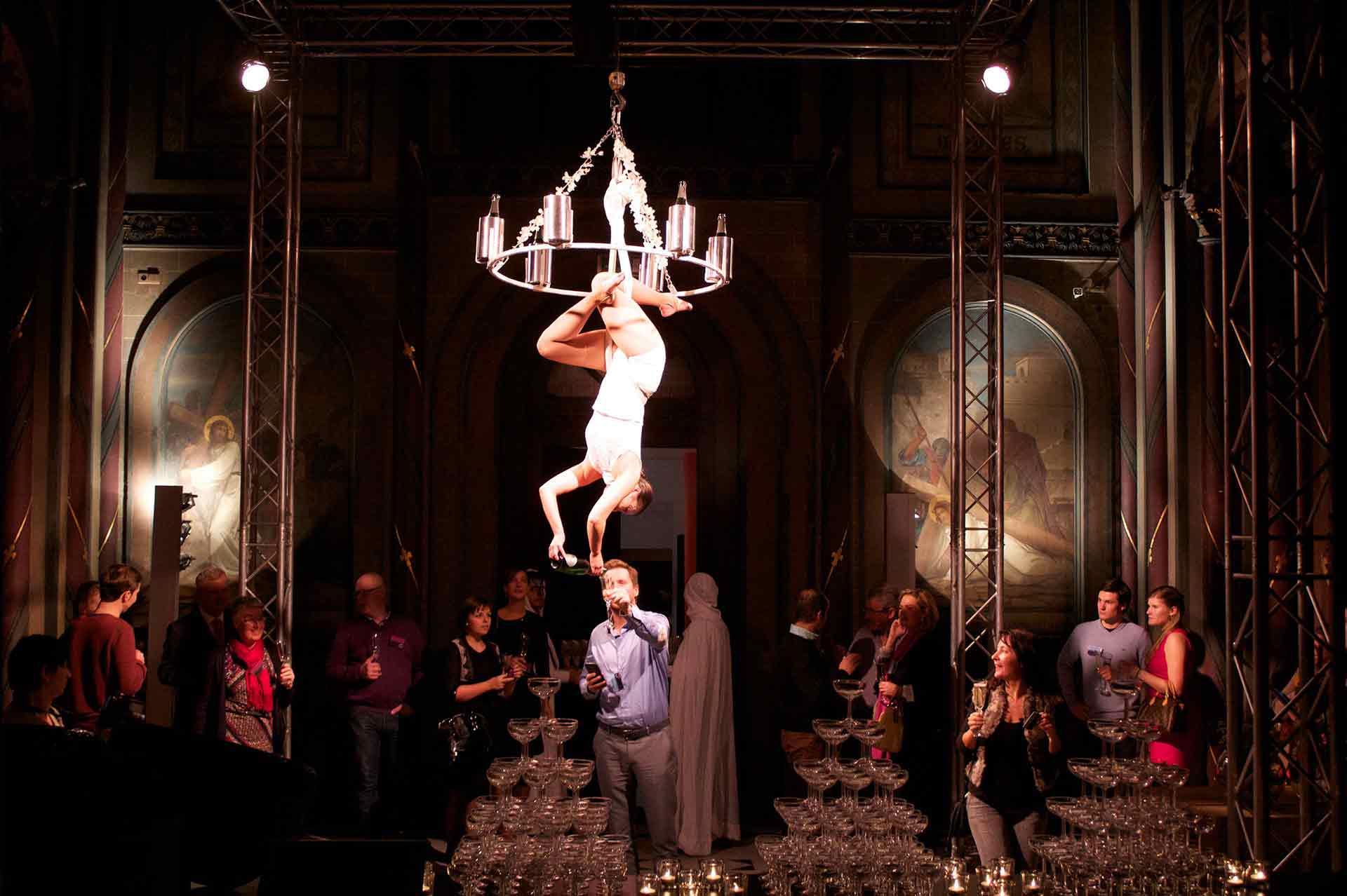 Compagnie_NEWA_FLOWING_CHAMPAGNE_chandelier_luster_aerials